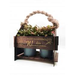 Drewniana skrzynka doniczka na kwiaty z grawerem